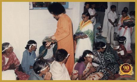 The Yoga of Selfless Service - 3rd Sevadal Conference, 16 Nov 1975 (inglés-español)
