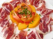 Ensalada jamón, caqui tomate aliño aceite, perejil