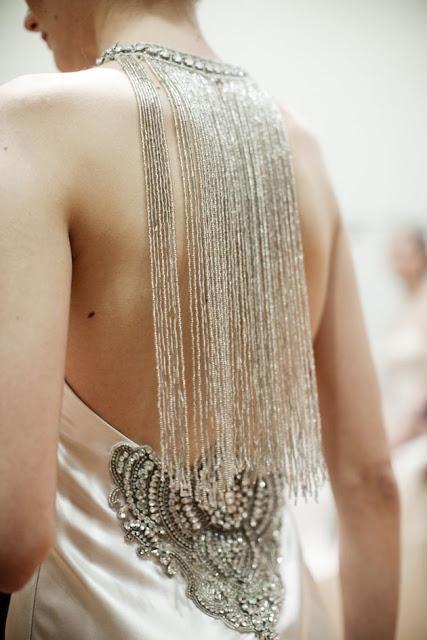 espalda novia flecos