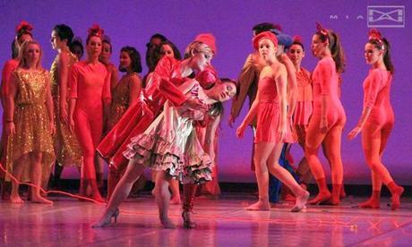 El cascanueces. La magia del primer beso. Vestuario  Agatha Ruiz de la Prada.Teatro Apolo. Madrid.