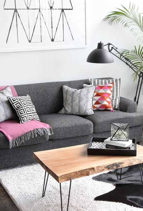 Happy, colorful apartment in black and white / Departamento alegre y moderno en blanco y negro // casahaus.net