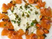Ensalada salmón salsa estilo tártara