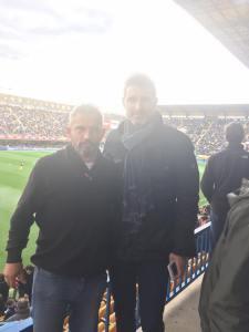 Raúl Verdú en El Madrigal con Luís Pacha viendo el Villarreal-Sporting de Gijón