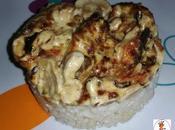 Pechuga pollo cebolla nata acompañada arroz blanco