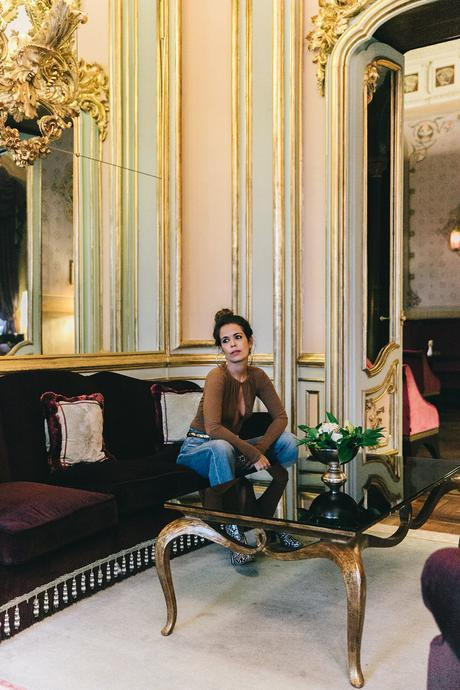Luisa_Via_Roma-Firenze_For_Ever-Camel_Body-Reformation-Mother_Jeans-Snake_Boots-Hoop_Earrings-Outfit-Collage_Vintage-Florence-Villa_Cora_Hotel-77