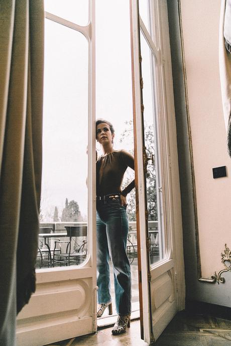 Luisa_Via_Roma-Firenze_For_Ever-Camel_Body-Reformation-Mother_Jeans-Snake_Boots-Hoop_Earrings-Outfit-Collage_Vintage-Florence-Villa_Cora_Hotel-85
