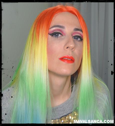 Maquillaje Festivo en Rojo con Delineado y Glitter / Holiday Makeup in Red with Dramatic Eyeliner and Glitter