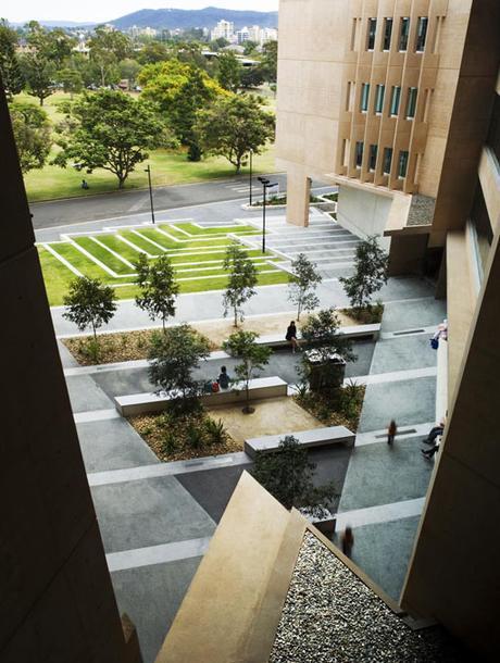 EDIFICIO SIR LLEW EDWARDS, UNIVERSIDAD DE QUEENSLAND POR RICHARD KIRK (BRISBANE – AUSTRALIA)