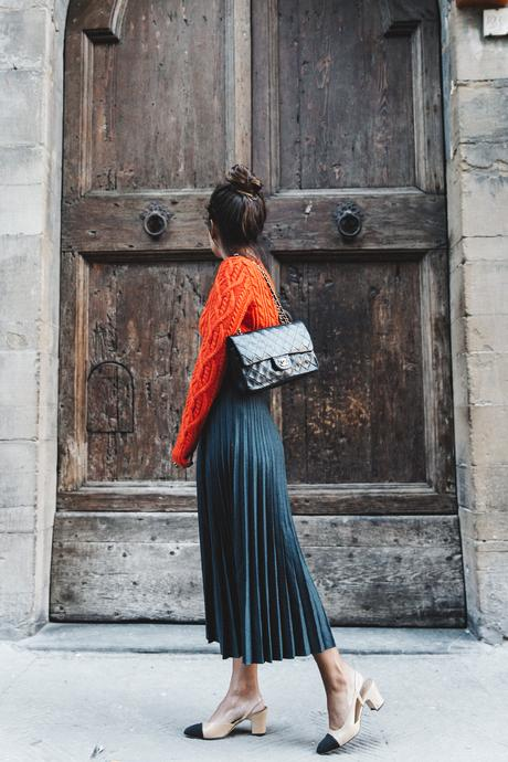 Orange_Sweater-Midi_Skirt-Slingback_Shoes_Chanel-Vintage_Bag-Florence-Outfit-Street_Style-10