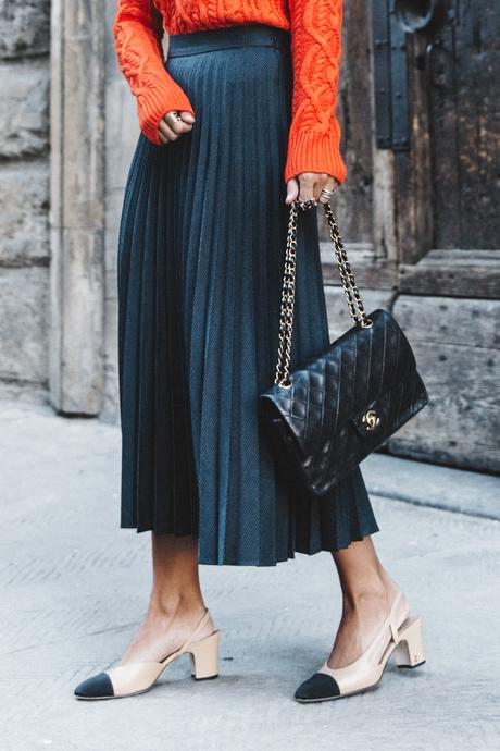 Orange_Sweater-Midi_Skirt-Slingback_Shoes_Chanel-Vintage_Bag-Florence-Outfit-Street_Style-8