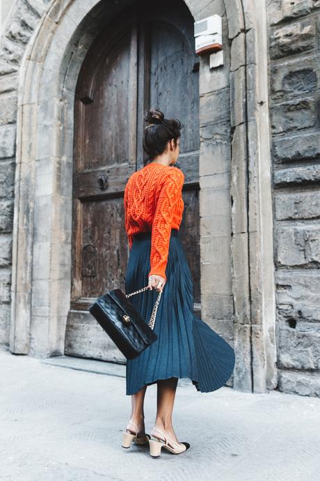 Orange_Sweater-Midi_Skirt-Slingback_Shoes_Chanel-Vintage_Bag-Florence-Outfit-Street_Style-7