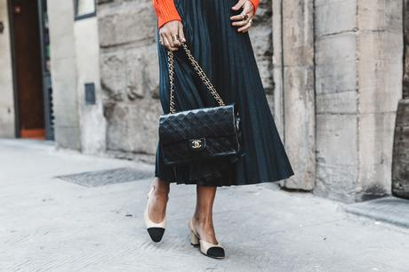 Orange_Sweater-Midi_Skirt-Slingback_Shoes_Chanel-Vintage_Bag-Florence-Outfit-Street_Style-36