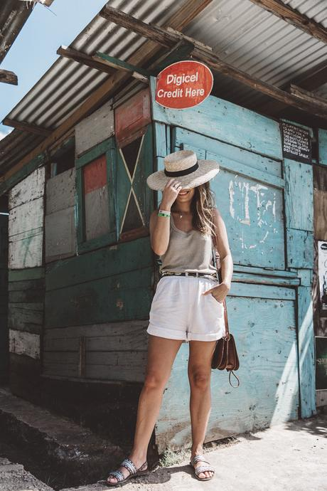 Jamaica-Collage_On_The_Road-Straw_Hat-Golden_Top-White_Shorts-Maje_Sandals-Fruits_Stands-Outfit-Summer_Look-Street_Style-18