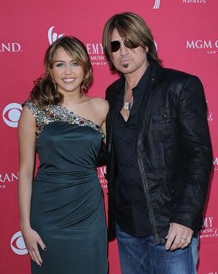 El papá, de Miley Cyrus, muy enfadado con ella