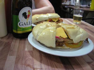 Sandwich en Bar O Lider, Salvador de Bahía, Brasil, La vuelta al mundo de Asun y Ricardo, round the world, mundoporlibre.com