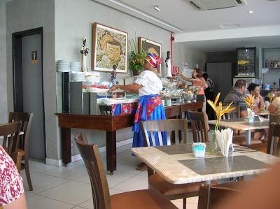 Bufette del Hotel Monte Pascoal Praia Salvador, Brasil, La vuelta al mundo de Asun y Ricardo, round the world, mundoporlibre.com