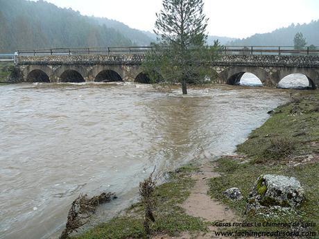 puente de los 7 ojos rio lobos lluvia