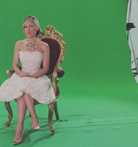 El espectacular vestido blanco de Luján Argüelles en #PrincesasViajeras (y más vestidos)