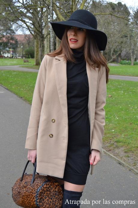 Vestido negro y abrigo
