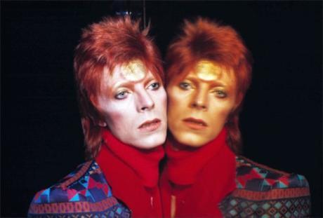 David Bowie por Masayoshi Sukita (http://www.konbini.com/us/lifestyle/fearless-faces-david-bowie-most-daring-looks/)