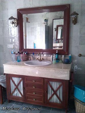 Muebles de ba o espejo con esquineros de lat n y mueble for Mueble esquinero bano