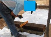 Colocación peldaños madera rampa escalonada zona central jardín