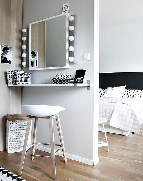 Un dormitorio en blanco y negro con tocador paperblog for Dormitorio negro