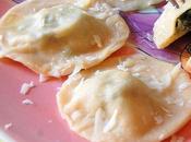 Raviolis rellenos espinacas queso crema.
