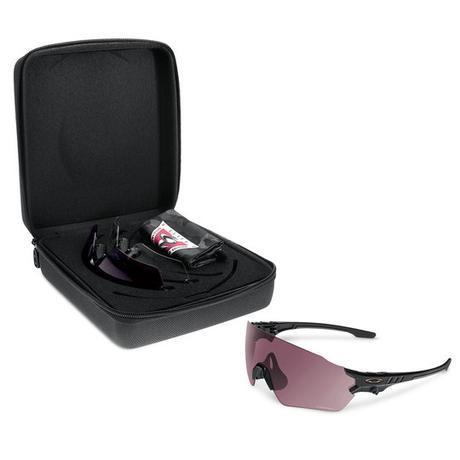 790a313ac5 Oakley y añade su marca de gafas Tombstone de categoría militar que bien  podrían hallar aplicación para el ciclismo