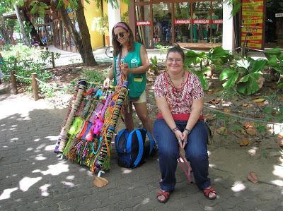 Puesto artesano de Graça, Praia do Forte, Brasil, La vuelta al mundo de Asun y Ricardo, round the world, mundoporlibre.com