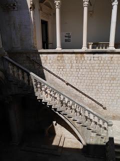 Dubrovnik y juego de tronos the old gods and the new for Escaleras juego de tronos