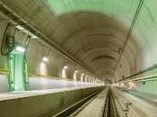 Descubrimiento dentro túnel ferroviario largo mundo