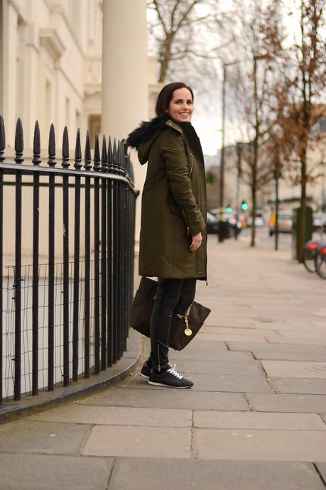 casual-london-outfit-street-style