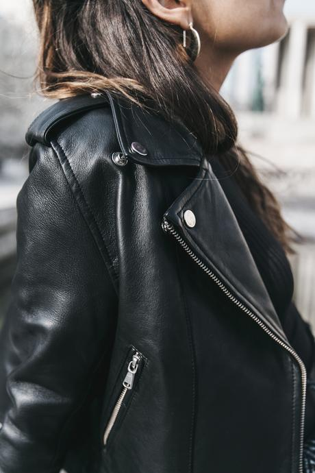 Black_Body-Leather_Jacket-Celine_boots-Gucci_Belt-Wide_Leg_Trousers-Street_Style-8