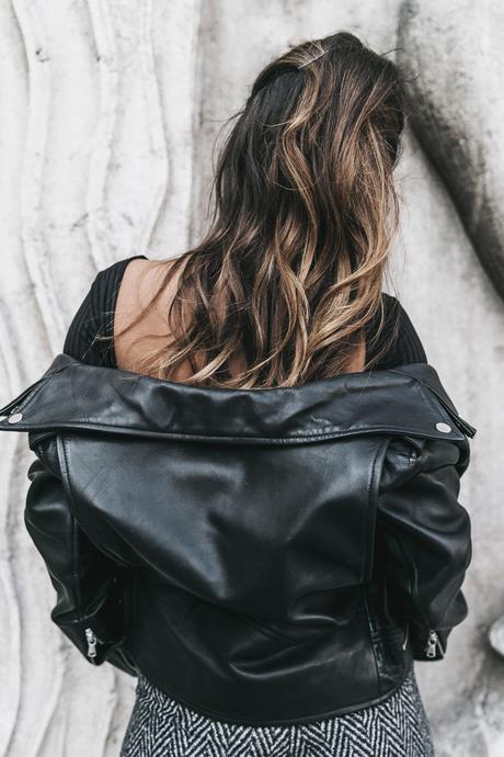Black_Body-Leather_Jacket-Celine_boots-Gucci_Belt-Wide_Leg_Trousers-Street_Style-44