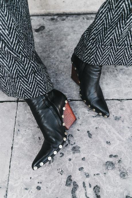 Black_Body-Leather_Jacket-Celine_boots-Gucci_Belt-Wide_Leg_Trousers-Street_Style-46