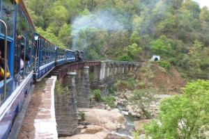 Nilgiri_Mountain_Railway_on_Bridge,_May_2010