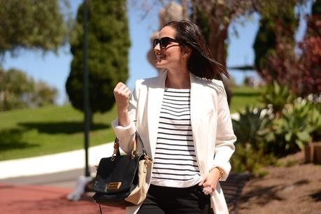 navy-and-white-blazer-outfit-street-style