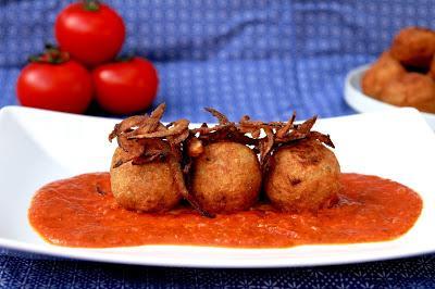 Albóndigas de avena y tofú con salsa de tomate