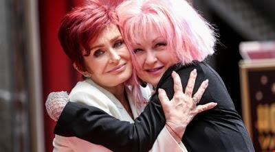 Cyndi Lauper devela estrella en Hollywood