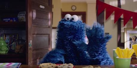 """Las divertidas """"tomas falsas"""" del anuncio del Monstruo de las Galletas y Siri"""