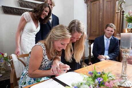Elegir a los testigos de la boda - Foto: www.phtgrphr.com