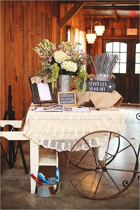 Chic vintage ranch wedding. Captured By: Erica Mae Photography #weddingchicks http://www.weddingchicks.com/2014/09/26/chic-vintage-ranch-wedding/: