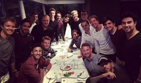 Los pilotos se reúnen en una cena conjunta y demuestran su unidad