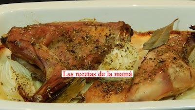 Receta rápida de conejo al horno con cebolletas tiernas