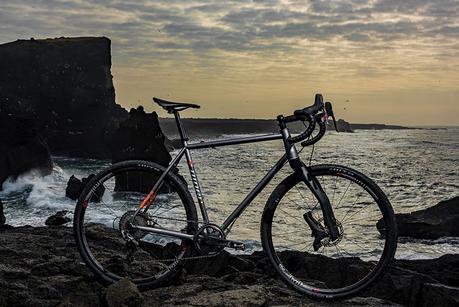Lauf lanza una versión de su horquilla con suspensión para bicicletas de carretera para aventura o grava, o ciclocross: La Grit
