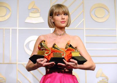 Taylor Swift nos presenta 'New Romantics', dedicado a sus fans
