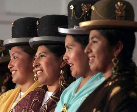 """Sombrero Bombín – """"Última moda para cholitas"""""""