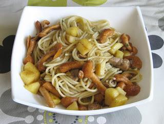 Espaguetis con foie, setas y manzana