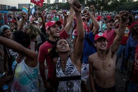 Acciones por la democracia, el último lunes (15) en Brasilia: Foto: Mídia Ninja